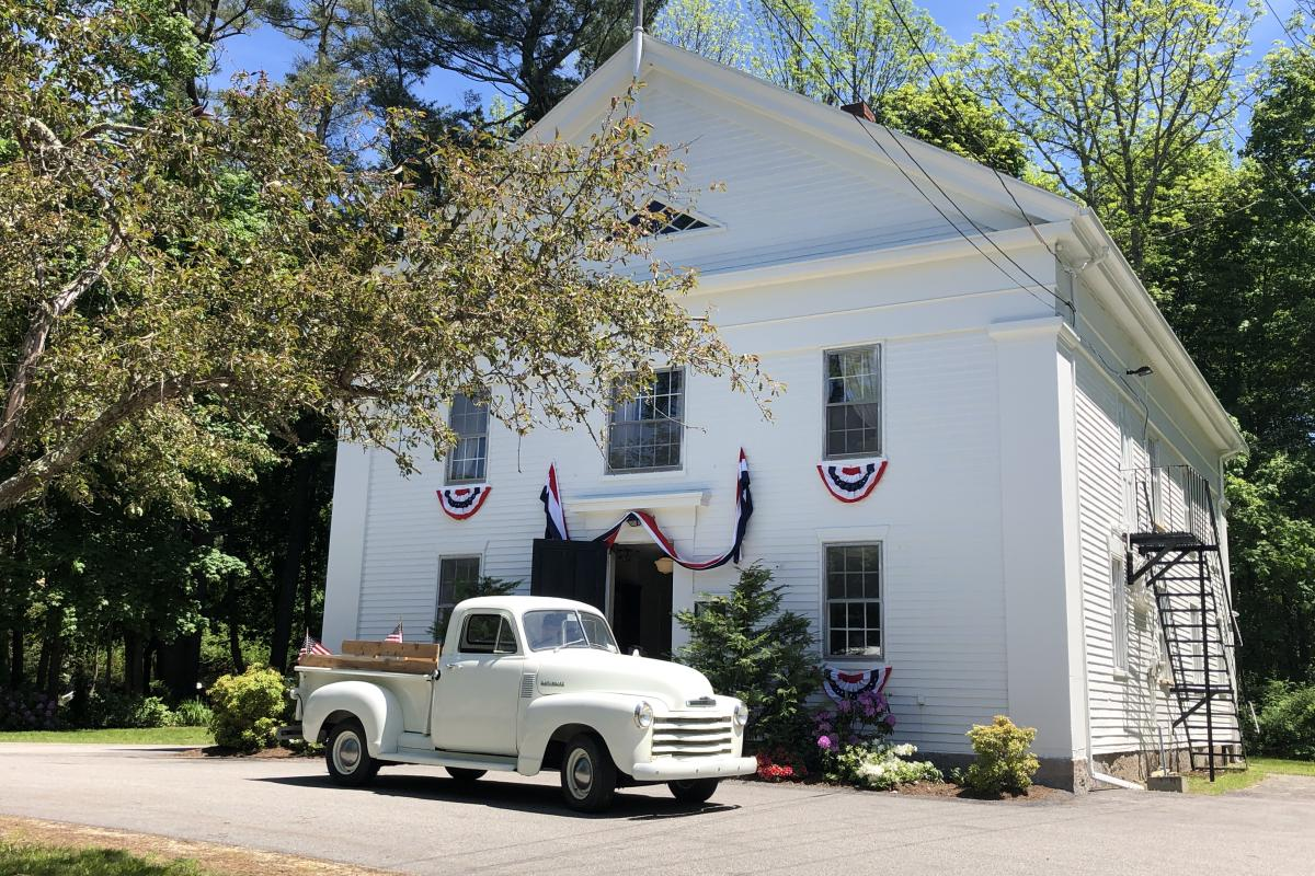 The Old Town House dressed for Memorial Day 2019